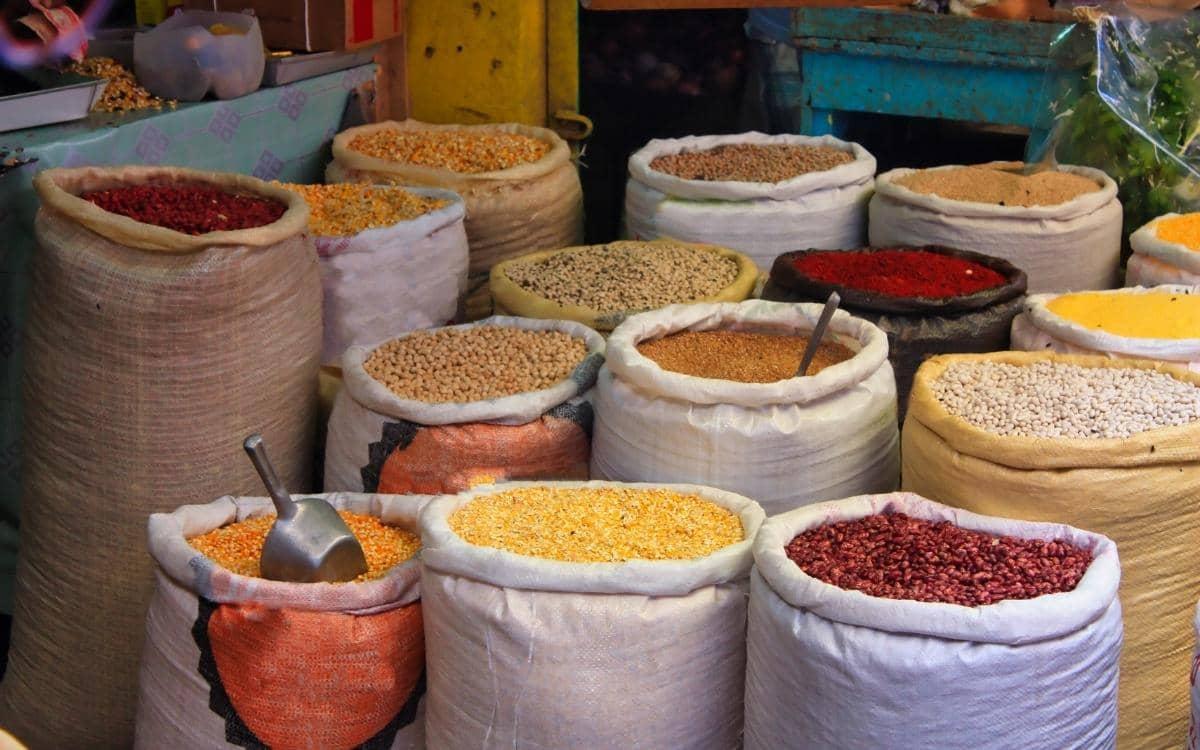 Kkaribischer Markt bei Land und Leute