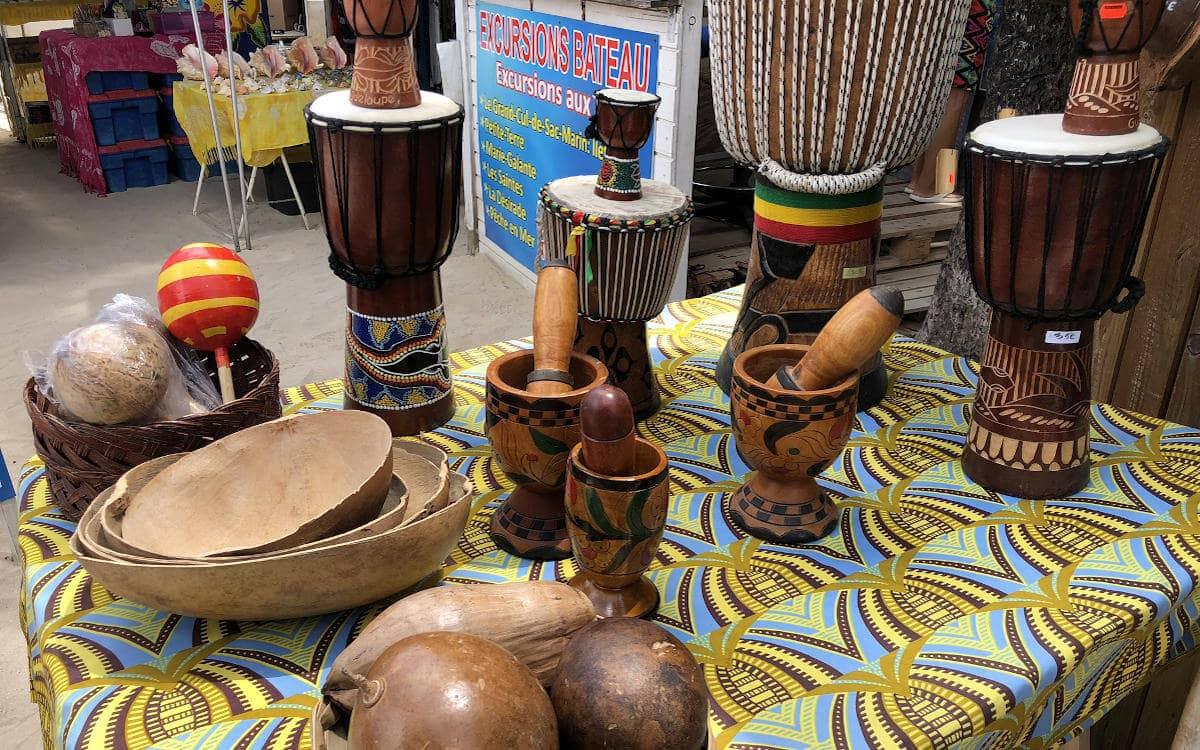 Holzschnitzereien auf Guadeloupe