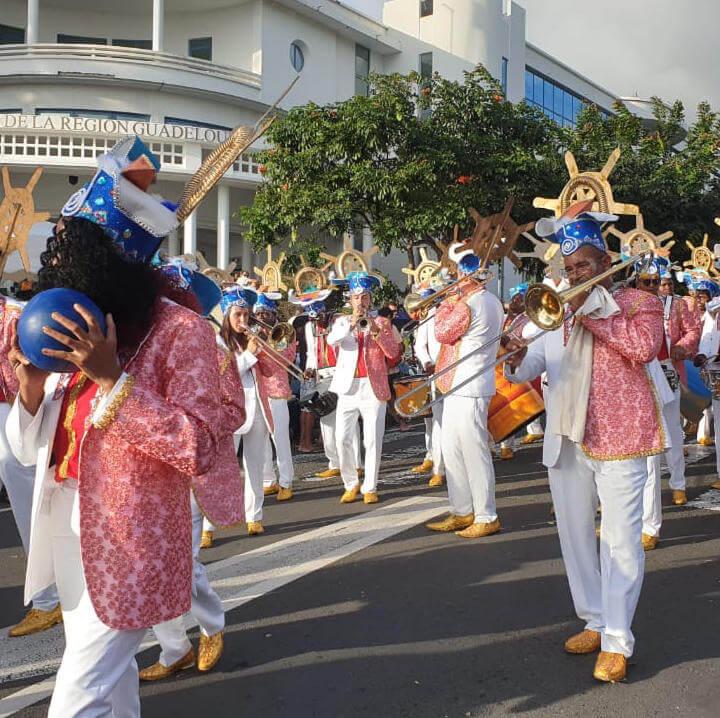 Parade beim Kulturellen Karnevall