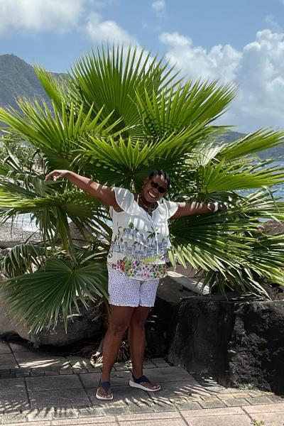 Das Team von Bleupearl auf Guadeloupe, hier zu sehen ist Francette.