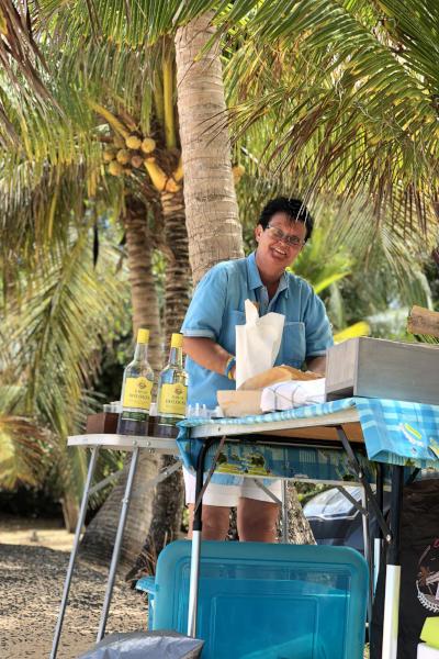 Das Team von Bleupearl auf Guadeloupe, hier zu sehen ist Kerstin. Sie ist verantwortlich für Bleupearl Service Touristique.
